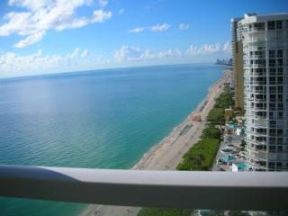 MAGNIFICENT CONDO RIGHT ON THE OCEAN, Sunny Isles Beach