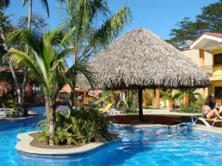 2 Bedroom unit with kitchen and bath - near pool, Playas del Coco