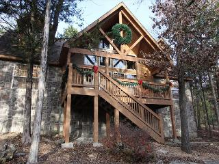 Stone's Throw-4 bedroom, 4 bath lodge **Decorated for Christmas**, Branson West