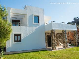 Luxury 3 Bedroomed Villa with  Pool and Seaviews, Pefkos