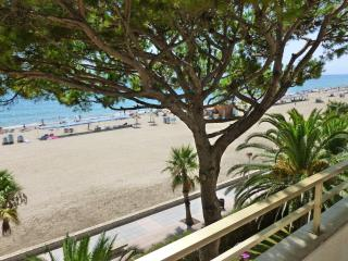 Unique property on the beach with private pool, Cambrils