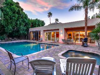 Stunning, dog-friendly home for 12 w/ pool and hot tub, Palm Desert