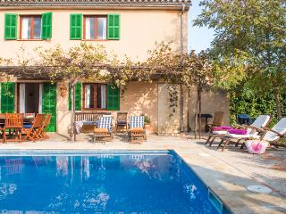 Charming village house with winter garden and pool, Petra
