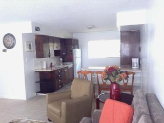 W. Hollywood +2bdr+WIFI+CABLE+GATED, West Hollywood