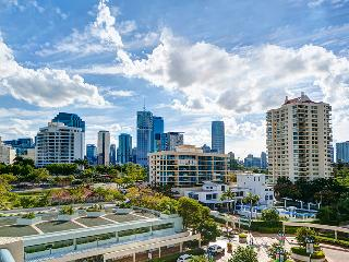 Two Bedroom Unit with City and River Views-Pool, Brisbane