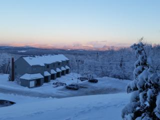 Slopeside condo with great view on Burke Mountain, East Burke
