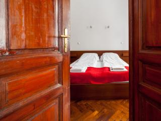 Classic one bedroom apartment near sights & metro, Budapest