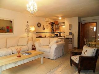 Central Old Town Antibes, Private - 2 Bed, Juan-les-Pins