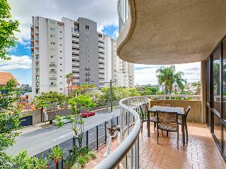 Two Bedroom Unit in South Brisbane walk to Train