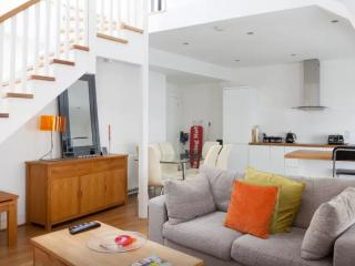Luxury Apartment With FREE Gym & Pool Access, Dublin
