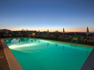 Farmhouse with pool 9 km far away to Florence, Strada in Chianti
