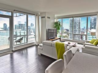 2 Bedrooms 2 baths Panoramic City and Lake view, Toronto