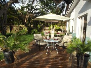 Hollywood House Close to the Beach - Great Patio