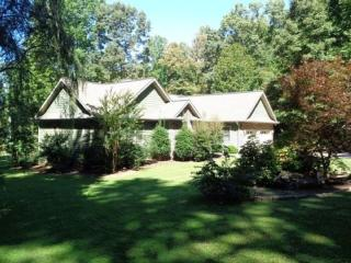 Beautiful Lakefront Home With Private Dock, Hiawassee