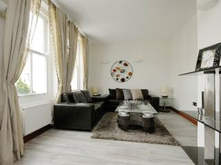 2BR Furnished Suites Walk to Westbourne Grove & Notting Hill, London