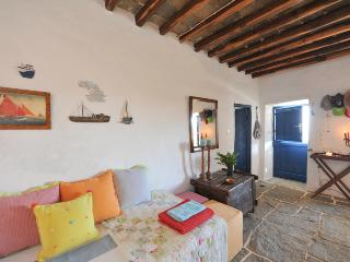 #HH01 TRADITIONAL FAMILY HOME, Apollonia