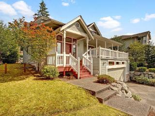 4 Bedroom Updated Farmhouse, Kenmore