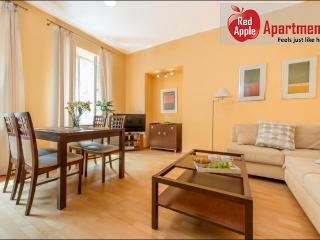 Cosy Apartment in the Heart of Old Town - 5800, Warsaw