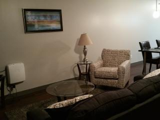 Sweet Furnished Studio-West Glenn!! 2212, West Des Moines
