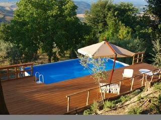 Lovely Tuscan house - cottage with private pool, Casole d'Elsa