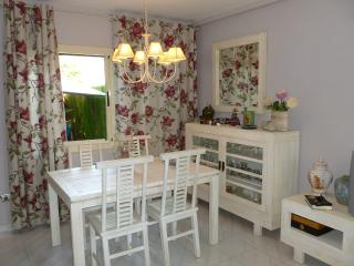 Villa one street from beach with pool- Ideal home!, Cambrils