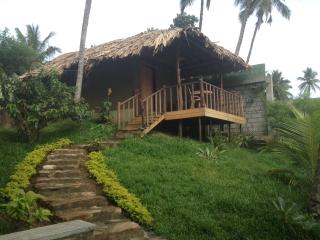 REST & RELAX - Mud Cabana, Tangalle