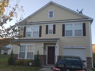 Spacious and Cozy. Close to Uptown and Speedway!, Charlotte