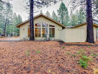 Welcoming home w/private hot tub, SHARC access, Sunriver