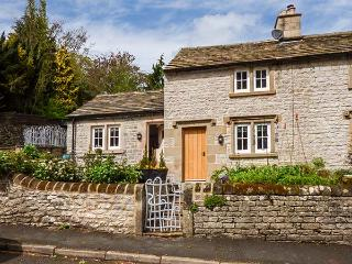 ROSE COTTAGE, underfloor heating, woodburner, quirky stylish cottage in Middleton by Youlgreave, Ref 924952