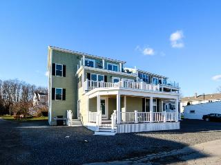 Expansive ocean view home, w/updates & room for 20!, York