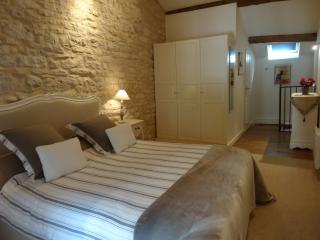 The Mews, Puligny-Montrachet. Comfort & charm