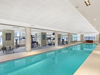Modern Apt Indoor Pool Gym Hot Tub - Wifi, McMahons Point