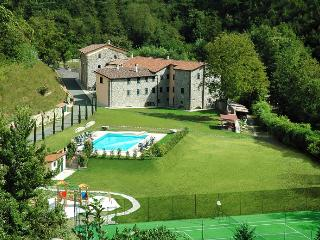 Rent an entire tuscan village (hosting up to 65), Fivizzano