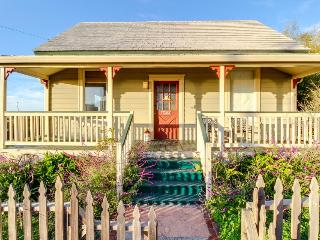 Ocean views and a private deck, two blocks from the beach!, Westport