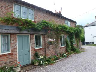 Comfortable self catering period cottage, Tarvin