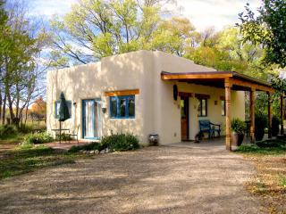 Casa MaraVilla- Gorgeous new casita in town, Taos