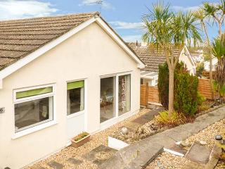 PALM TREES, games room, pet-friendly, private garden, all ground floor, Kilgetty, Ref 930786