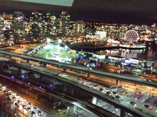 Downtown High-rise +view, pool /parking /skytrain, Vancouver