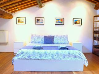 Top Floor Apartment with Terrace in Center of Town, Lucca