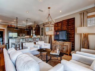 Luxurious home in heart of Rosemary Beach with private hot tub and pool - The Cabana House