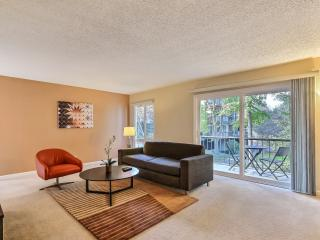 Next to Stanford and in the Oaks with Pool/Tennis, Palo Alto