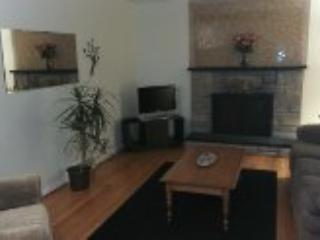 Warm, comfortable home 15mins to airport + halifax, Lower Sackville
