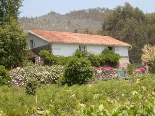 Country house with sea and mountain views, Combarro