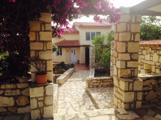 Villa Danae quiet area ideal for couples & familie, Rethymnon