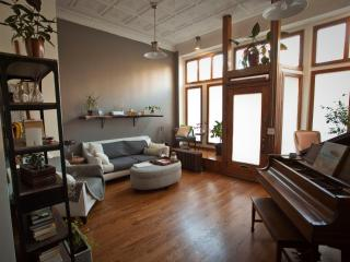 Cozy, Beautiful, Vintage-drenched Storefront Loft, Chicago