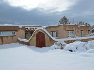 Newly renovated pueblo-style home, incredible view, Taos