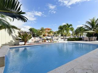 Luxurious 4 Bedroom, 3.5 Bathroom Key Largo House with Pool, Channel & Dock