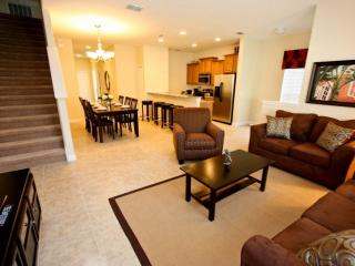 Paradise Palms Kissimmee Rental with Jacuzzi and WiFi