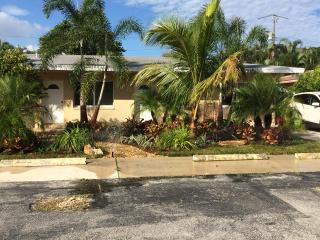 Quiet Apartment Minutes to the Beach & Intracostal, Pompano Beach