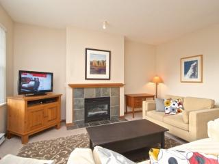 Family size and comfortable Deer Run , 2 bedroom, 2 bath townhouse., Whistler